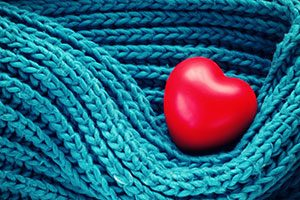 cor vermell arropat per llana blava